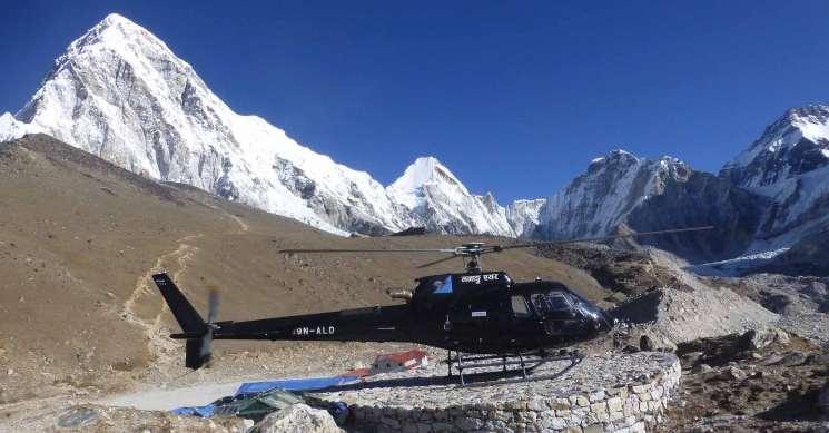 Helicopter land in Kalapathar